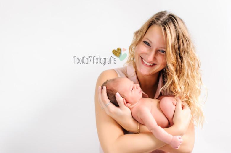 Newborn Reza met mama